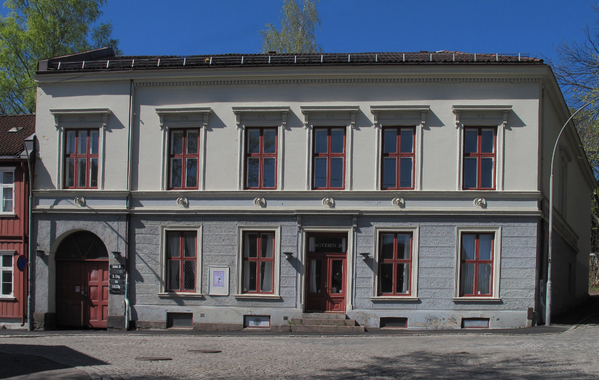 Apotekergården i Sagveien, rett ved Hjula og Graah