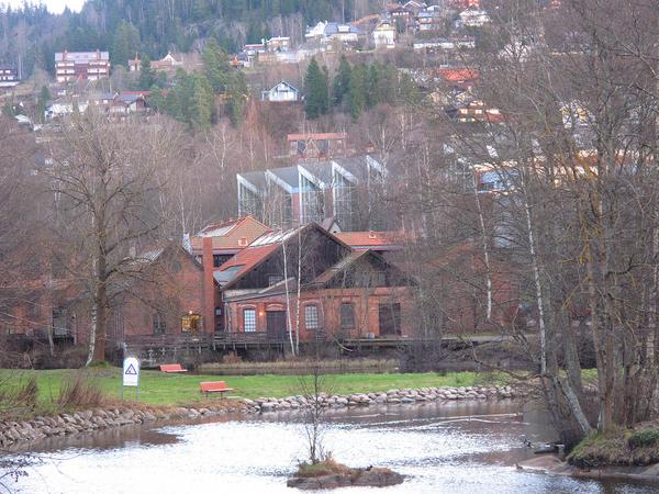 Kjelsås i desember: Brekkedammen med Kjelsås Bruk og Teknisk museum i bakgrunnen