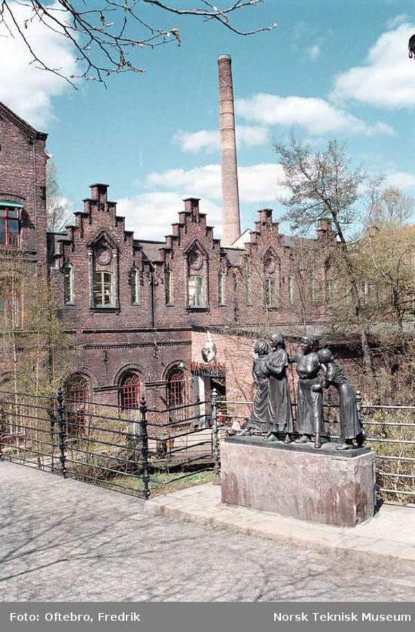 Fabrikkjentene foran Hjula