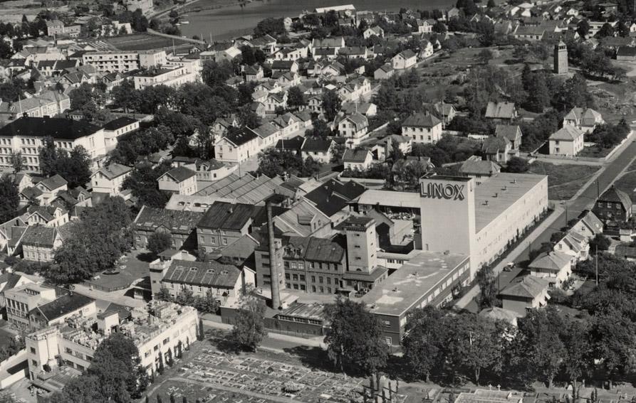 22ac7354 Fabrikken på Høyenhald i Moss, der den lå fra sin spede start og helt til  1990