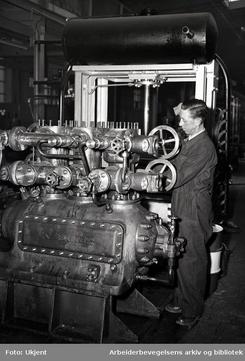 Kværner Brug - produksjon av fryse- og kjøleanlegg,.april 1953Foto: ArbArk<br>
