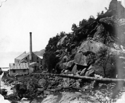 Fabrikken med Dalaelven i forgrunnFoto: Åsane Historielag<br>