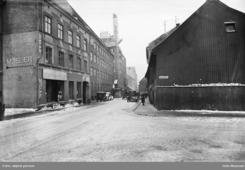 Fabrikken i Lakkegata 19-21, ca midt i bidlet. Siden utvidet med nabogården i nr. 25Foto: Oslo Museum<br>