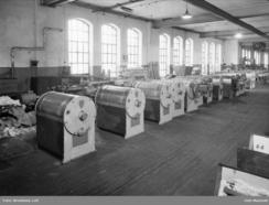 Thune vaskemaskiner på rekke og rad i produksjonshallen på Skøyen i 1947Foto: Leif Ørnelund / Oslo Museum<br>