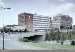 I 1980 var Aanonsen fortsatt herre i eget hus på Løren. Den nye fabrikken ved Økernkrysset ble innviet i 1956 og siden utvidetFoto: Atelier Rude / Oslo Museum<br>