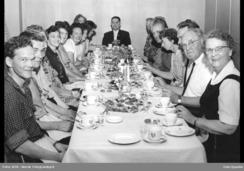 Siste arbeidsdag på Nydalens Compagnie 15. august 1963. Det var en siste rest av spinneriet som ble drevet på leieproduksjosnbasis.Foto: NTB / Oslo Byarkiv / Oslobilder<br>