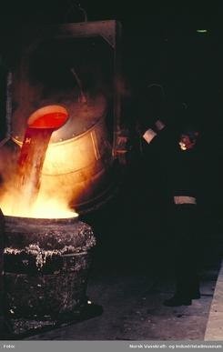 Støyping av aluminium. Foto: NVIM I-04363<br>
