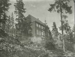 Strømmen Trævarefabriks direktør Christen A. Segelcke fikk også bygd et hus til seg selv i Holmenkollen.Foto: Akershusbasen 0231-124:0010<br>