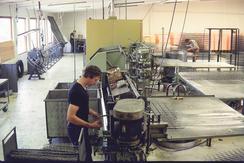 Fra madrassproduksjonen i Fetsund i 1980-åra. (Foto: Ekornes)Foto: Ekornes<br>