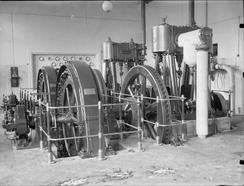 Vertikale flersylindrete høyhastighets dampmaskiner for bruk på kraftstasjoner. Av typen