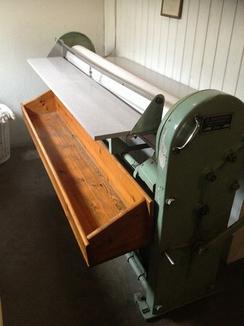 Klesrulle fra Jakobson installert i fellesvaskeri i et borettslag på Fornebu. I bruk til 2012.Foto: Privat / finn.no<br>