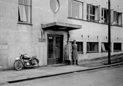 Inngangen til fabrikken, ca 1939Foto: Haugalandmuseene<br>