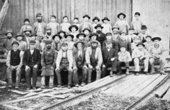 Arbeidsstokken ved Nøsted Bruk rundt 1890.Foto: Made In Drammen<br>