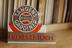 Reklameskilt for Tangens GardinerFoto: Norsk Trikotasjemuseum<br>