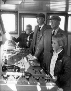 Tre generasjoner Berg på prøvetur med eget skip. Foran: Christian A. Berg, Yngvar P. Berg, Peter Y. Berg og Yngvar P. Berg d.y. Tredje generasjon Berg står fortsatt til rors ved Drammen Yards -