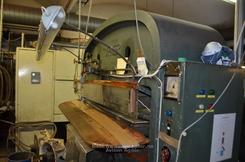 Denne maskinen preget mønsteret i støvlelær som mange kjenner fra norske militærstøvler.Foto: avisenagder.no<br>