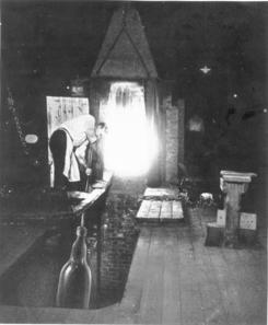 Den gamle metode for blåsing av vindusglassFoto: Made in Drammen<br>