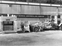 Stor bredde: Utstilling av ulike produkter i 1954: Platefryser, steinknuser og veihøvelFoto: Made in Drammen<br>