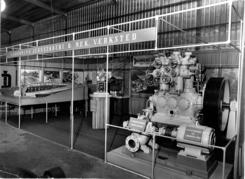 Fra messe som viser modell av Jordal amfi, en kranmodell og en Dravn kjølekompressor med
