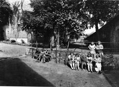 Fabrikkjenter, omkring 1940. Foto: NTM C 10054