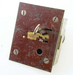 Joh. Olsens patenterte kombinerte trykk- og rundlåsningslås, NTM 7265.d1