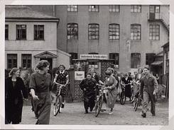 Utanfor fabrikken på Solheim, 1936.Foto: Ukjend<br>
