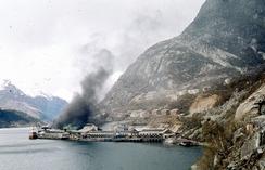 DNN Aluminium var eit mijøproblem og forureina både lufta og Sørfjorden.Foto: Foto Birger Seim. Arkiv NVIM.<br>