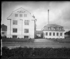 AL-fabrikken på 1920-talletFoto: Narve Skarpmoen / Nasjonalbiblioteket<br>
