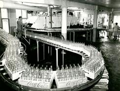 Fra den andre Coca-Cola fabrikken i Oslo i 1948. Tapperiet lå i Vahls gate 3Foto: Coca-Cola <br>