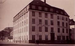 Fabrikkbygningen i Lars Hillesgate fra 1916.
