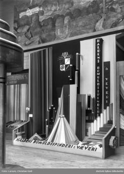 Halden Bolmudsspinderi ble remiert på mange industriutstillinger. Her på Østfoldutstillingen i 1938.Foto: Østfold Fylkesarkiv<br>