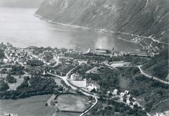 Høyanger med NACO-fabrikkenFoto: Aluminiumsmuseet / Vestfoldmuseene<br>