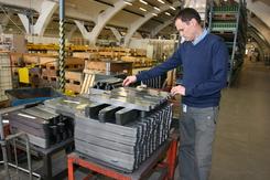 Husquarna motorsager i produksjon i den tidligere KPS-fabrikken
