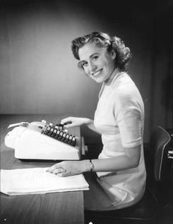 Jørgen S. Liens reklamebilder for skrivemaskiner og kassapparater fra 1950-årene. Foto: Atelier KKFoto: Universitetsbiblioteket i Bergen<br>