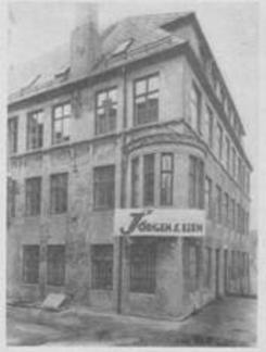 """Fabrikklokaler for fremstilling av den norske regnemaskinen """"Regna"""" i Nye Sandviksveg  56 a. ca. 1935. Kilde: Bergens næringslivFoto: Universitetsbiblioteket i Bergen<br>"""