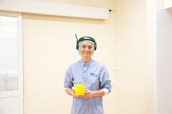 Produksjonsprøve av SanaSol på vei til laboratoriet for kvalitetssjekk. Fra Teknisk museums fotodokumentasjon i 2014.Foto: Håkon Bergseth / Norsk Teknisk Museum<br>