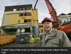 Margarinfabrikken i Bodø ble revet i 2005, men ordfører Odd Tore Fygle mente ingen ville savne det gamle nedslitte industribygget fra 1930-tallet, selv om det var listet av Bodøs vernemyndigheter.Foto: gamlebodo.com<br>
