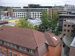 nneklemt mellom nye kontror- og forretningsbygg ligger noen av de eldste bygningene til NEBB og nabofabrikken Skabo bevart på Skøyen.