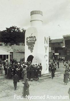 Merkevarebygging: Inngangen til messe i Oslo på 1930-tallet med Nyco-reklame Foto: Nycomed<br>