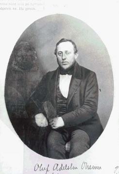 Oluf Onsum (1820-1899)fotografert sammen med sin kone på sølvbryllupsdagen. Kona er tusjet bort for annet bruk av bildet, med bare Onsum selv.Foto: Norsk Teknisk Museum CS885<br>