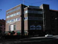Folkets hus på Grünerløkka / Dælenga sto ferdig i 1933. Her fikk Tandberg fabrikklokaler fra 1933 til fabrikken flyttet til større lokaler noen kvartaler unna (Foto: Dag Andreassen / NTM 2006)Foto: NTM / Dag K. Andreassen<br>