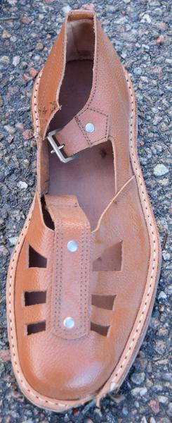 En sandal som aldri kom ut fra fabrikken.Foto: Thorunn Lunde<br>