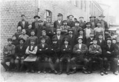 Arbeidere ved glassverket i 1902Foto: Bærumsamlingen, Bærum bibliotek<br>