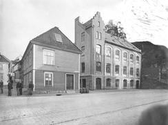 Skutevikstorget med den gamle fabrikkbygningenFoto: Atelier KK / UB Bergen<br>