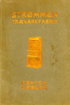 Den første møbelkatalogen kom i 1909. Dette er den andre utgaven fra 1914, elegant utstyrt med reliefftrykk i gull.Foto: Repro Akershusmuseet<br>