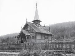 Landsmarka kapell, Nome i Telemark. Tegnet i 1893 av arkitekt Herman Major Backer for brukseier Diderik Cappelen på Ulefoss. Den samme tegningen lå til grunn for oppføringen av Stensgård kapell i Nannestad i Akershus.Foto: Privat<br>