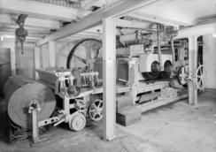 En av linoleumsmaskinene på Victoria Linoleumsfabrikk i SandvikaFoto: Dextra / Teigen<br>