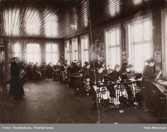 Hallens hanskefabrikk (Ingressbilde)