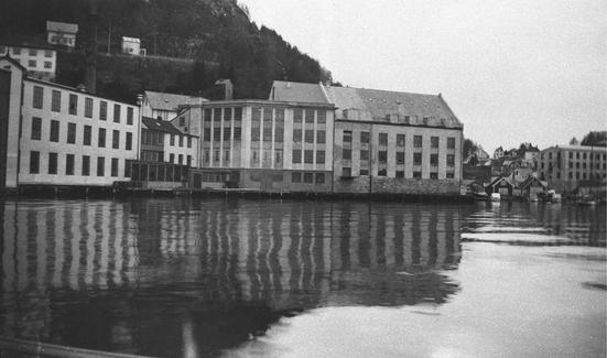 Salhus Tricotagefabrik omkring 1935 (Ingressbilde)