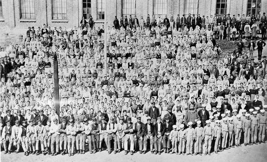 Arbeidere ved Nydalens Compagnie ca. 1877 (Ingressbilde)